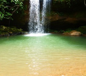 Visiting a wonderful secluded waterfall during the Yage retreat. Photo © El Mundo Magico